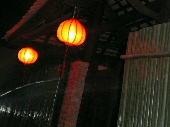 Full Moon Village: Служащие включали фонарики над входом, как только начинало темнеть