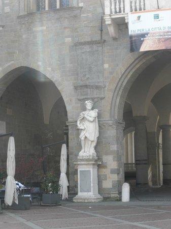 Piazza Vecchia : palazzo della ragione
