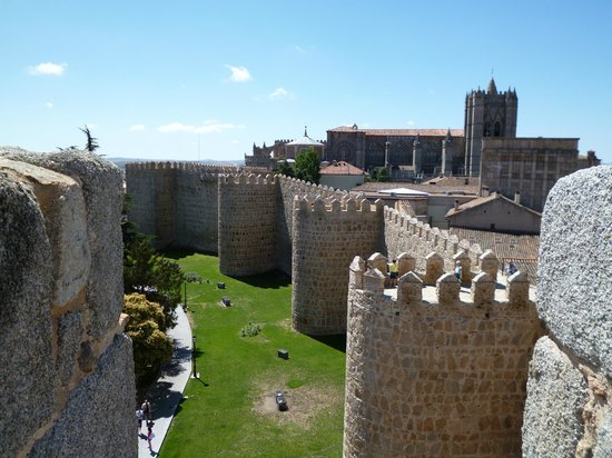 The Walls of Avila : AVILA - PROMENADE SUR LES REMPARTS