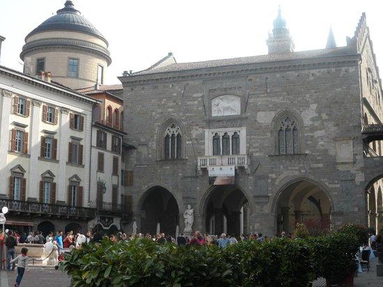 Piazza Vecchia : la piazza