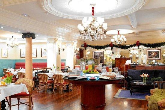 BEST WESTERN Carlos V: Hotel Lobby Breakfast Area