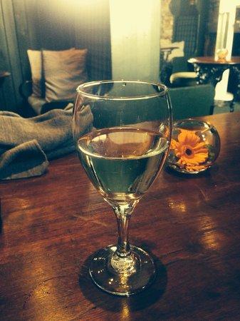 The Jigger Inn: Nice Pinot.
