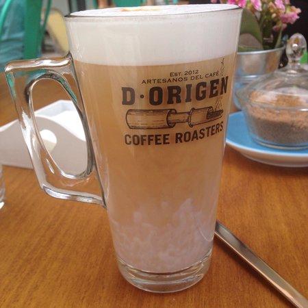 D•Origen Coffee Roasters: latte macchiato.