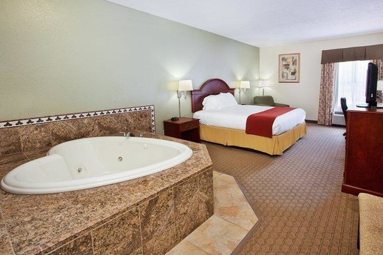 Holiday Inn Express & Suites Kimball: Jacuzzi Suite