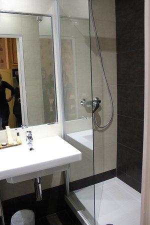 Hotel Romance Malesherbes : bagno