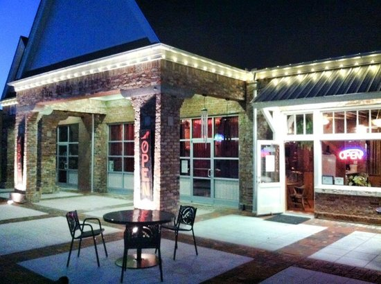Ruby Slipper : outdoor seating