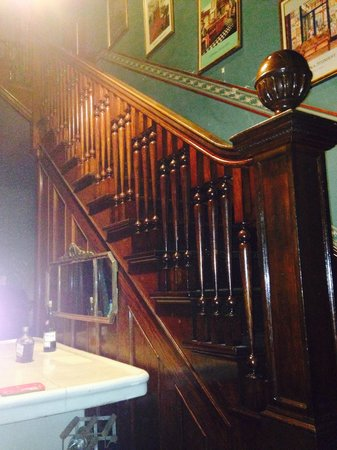 The Stone Lion Inn: Staircase at entrance.
