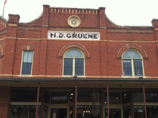 Gruene Hall: Store