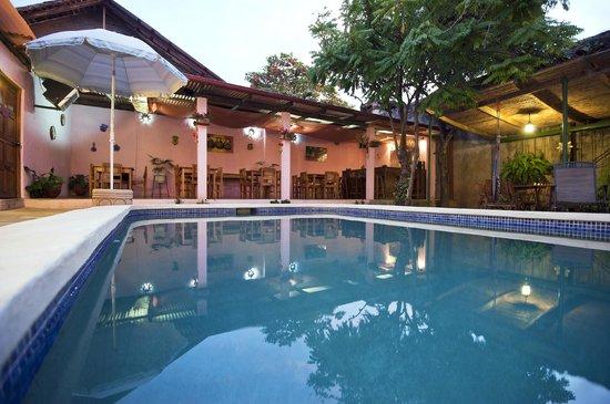 Hotel Kekoldi de Granada: Piscina-área de desayuno