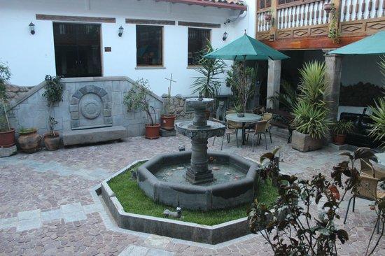 Hotel Rumi Punku: Vista externa da entrada do restaurante