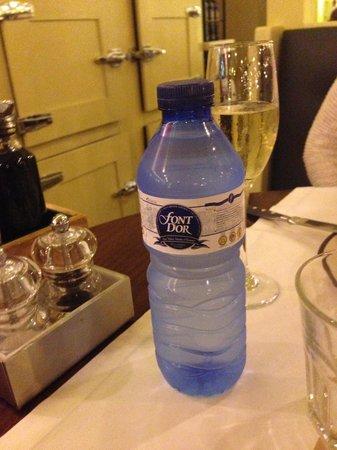 Restaurante La Botiga Arenas : They use plastic bottles (