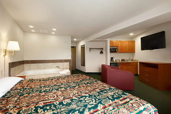 Super 8 Clearfield : WHIRLPOOL GUEST ROOM