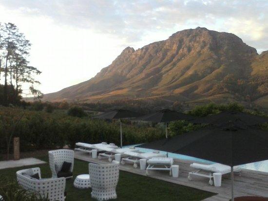 Clouds Wine & Guest Estate: Uitzicht vanaf terras
