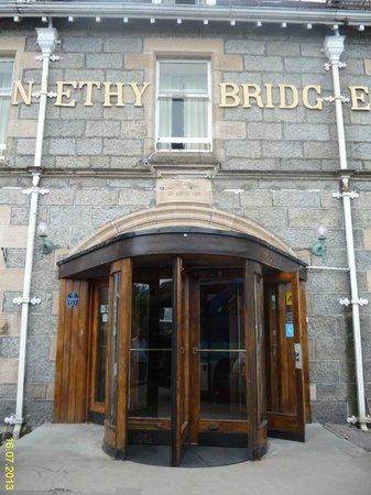 Nethybridge Hotel : Вход в отель