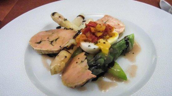 Auberge la Pomme d'Or : fois gras avec asparagus and egg