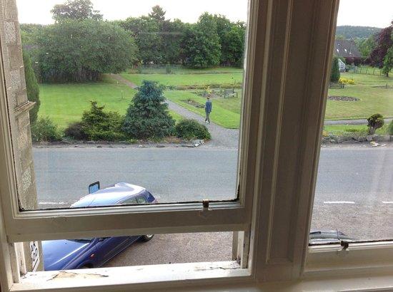 Nethybridge Hotel: Оконные рамы и вид из окна