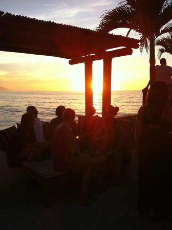 Hotel Playa Fiesta: drinks at sunset