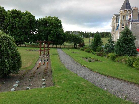 Nethybridge Hotel: Сад