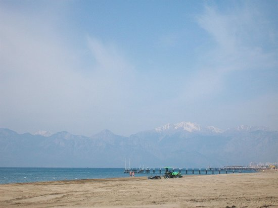 IC Hotels Green Palace : Mountains as seen from the beach