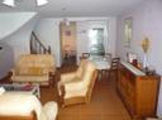 Loire-Sejours : Gite living room/salon