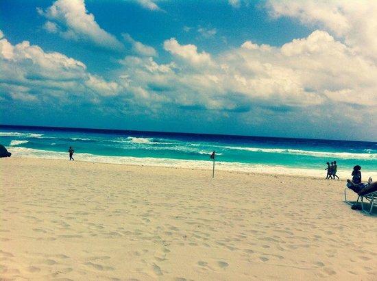 Sandos Cancun Lifetyle Resort: VISTA EN LA PLAYA