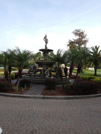 Star Island Resort and Club: Fountain by the front entrance