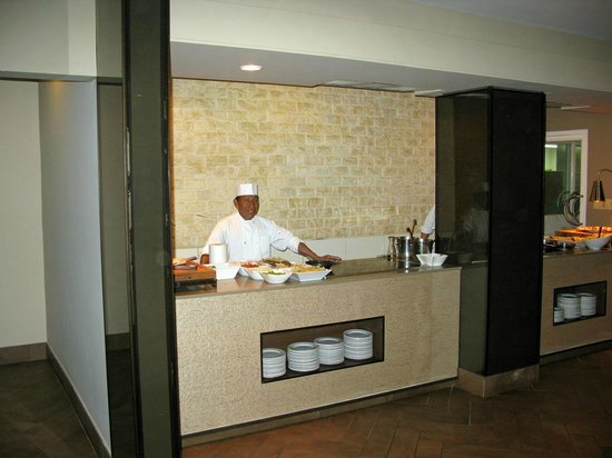 Gamboa Rainforest Resort : Kochstation am Büffet