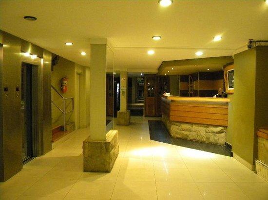 Hotel Plaza Bariloche : Hall de entrada