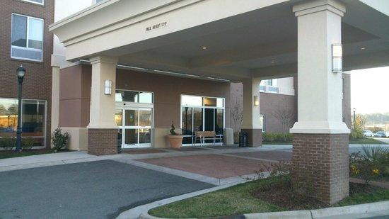 SpringHill Suites Durham Chapel Hill: Entrance Area