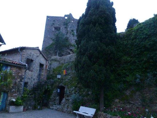 Chateau de Roquebrune-Cap-Martin : Rue du Chateau, Roquebrune