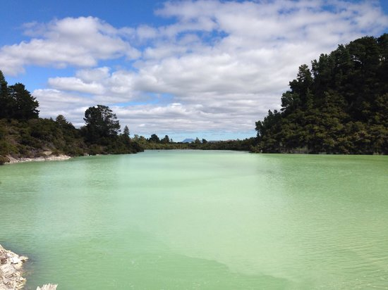 Wai-O-Tapu Thermal Wonderland : Don't stop walking-this is still to come!