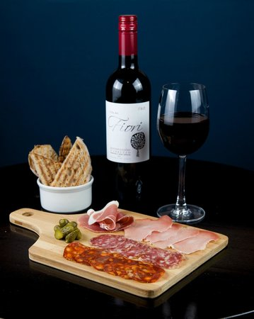 Stratford upon Avon Picturehouse: Wine and charcuterie