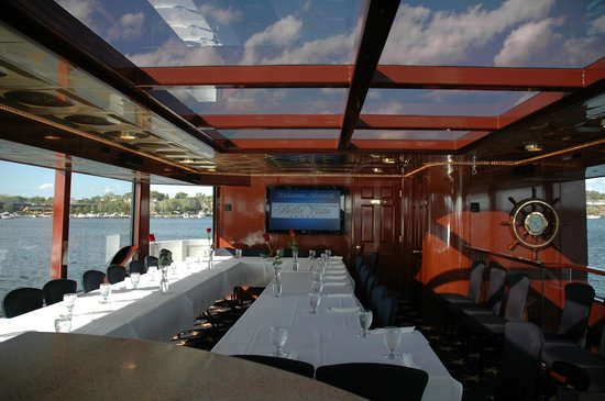 Al & Alma's Supper Club: Magnificent views from the Al and Almas Fleet