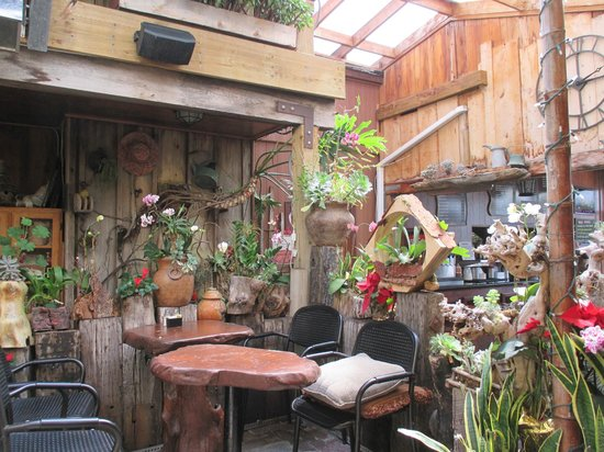 Sloopy's : Garden cafe