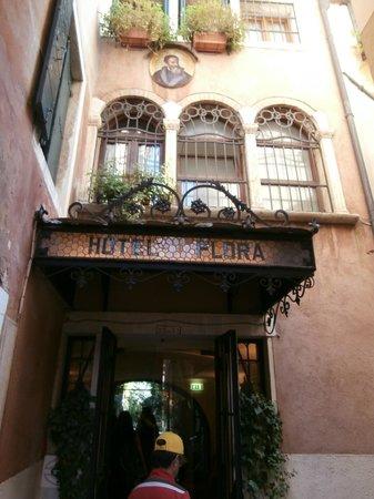 Hotel Flora: Entrada do Hotel