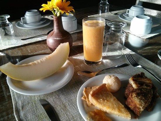 Pousada Naiepe: Cafe de manha