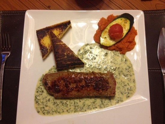 la goule : Filet d'agneau sauce ail des ours, polenta et carottes au cumin.