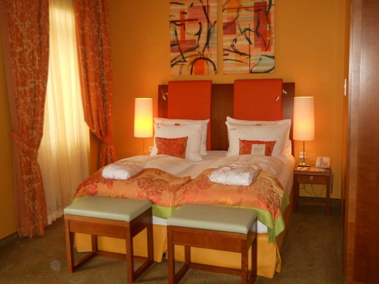 Small Luxury Hotel Das Tyrol: Our Queen Bed