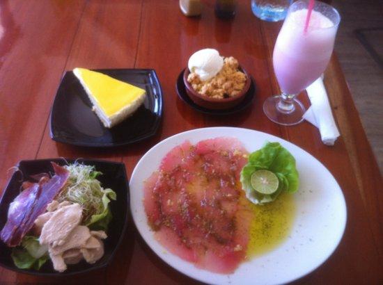 Moz Café : Tuna carpaccio, small salad, banana crumble, lemon cheesecake, strawberry milkshake for $25