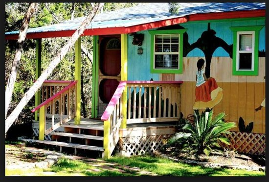 Lost Parrot Cabins : Mango Moon Bungalow