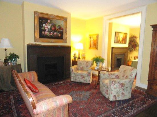 Savannah Bed & Breakfast Inn: Front Room
