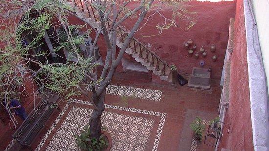 La Casa de Melgar Hostal: Entrance courtyard