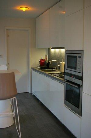 Black Pearl - Reykjavik Finest Apartments : Kitchen