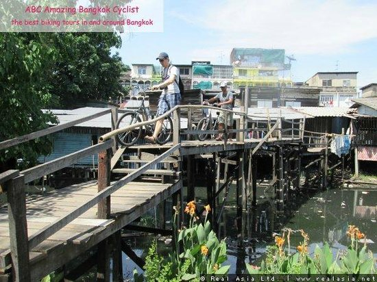"ABC Amazing Bangkok Cyclist: vi diskuterede ordet ""fattig"""