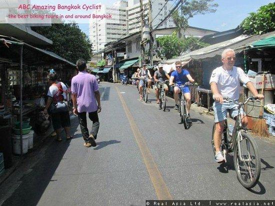 ABC Amazing Bangkok Cyclist: De lokale synes det var fedt at se hvide mennesker på en cykel i Bangkok :-)