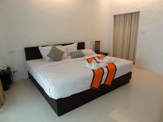 Yatale The Resort: Big bed