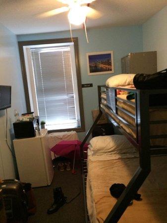New York Budget Inn: Quarto no 5º andar para 3 pessoas