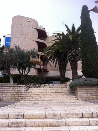 Sofitel Marseille Vieux-Port: La entrada del hotel