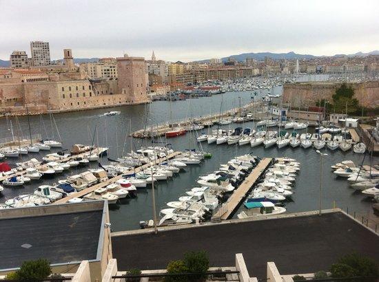 Sofitel Marseille Vieux-Port: Vista del puerto desde el hotel