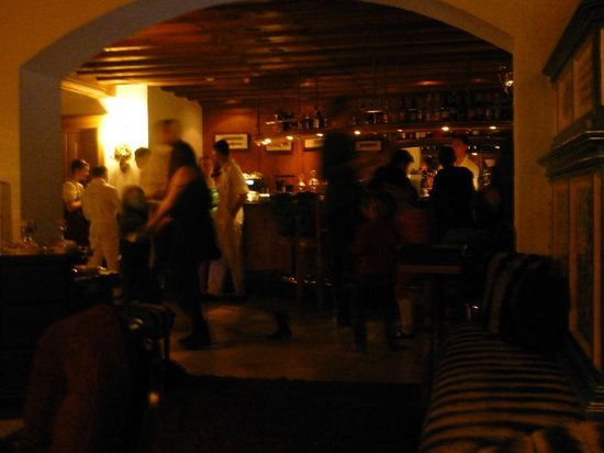 Hotel Arlberg Lech: Dancing to live music in the bar area at the start of Lent